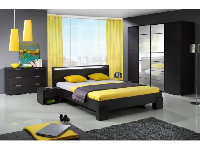 schlafzimmer in rot gestaltet. Black Bedroom Furniture Sets. Home Design Ideas